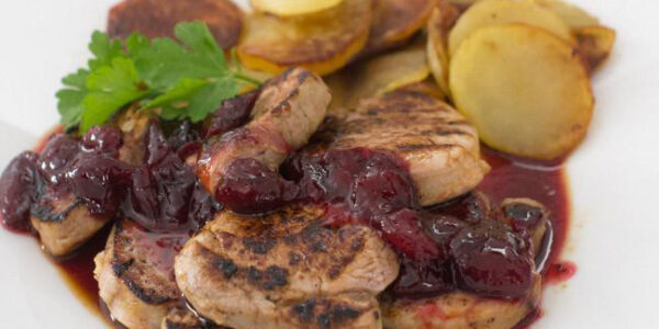 lomo de cerdo con salsa de cerezas